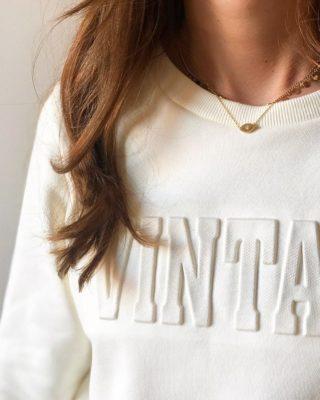 Notre nouveau sweat-shirt en coton à l'allure graphique ! ⚡️ Un basique à porter avec un jean.. 💙  ww.lespiplettesstore.fr  #lespiplettes #shopping #mode #lille #vieuxlille #arras #paris #lemarais #valenciennes #amiens #letouquet #strasbourg #toulouse #eshop #nouvellecollection