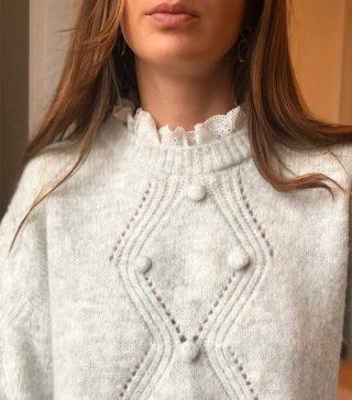 Tiffany, le romantisme à l'état pur ! 🕊 Découvrez ce pull gris chiné qui ne vous laissera pas indifférente..  ww.lespiplettesstore.fr  #lespiplettes #shopping #mode #lille #vieuxlille #arras #paris #lemarais #valenciennes #amiens #letouquet #strasbourg #toulouse #eshop #nouvellecollection