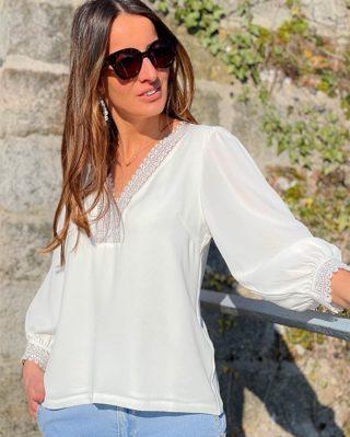 On vous a dévoilé quelques nouveautés en story, mais reconnaissez-vous l'un de vos grands favoris ?  La blouse JUNE alliant romantisme et légèreté ! 💙  ww.lespiplettesstore.fr  #lespiplettes #shopping #mode #lille #vieuxlille #arras #paris #lemarais #valenciennes #amiens #letouquet #strasbourg #toulouse #eshop #nouvellecollection