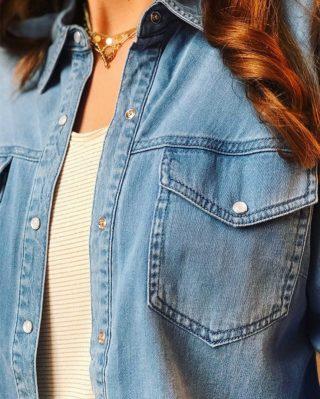 La chemise DENIM nous fait craquer pour son efficacité ! 🦋 Parfaite à associer avec votre tee-shirt et jean préféré ou bien simplement nouée ! Coup de 💙 asssuré  ww.lespiplettesstore.fr  #lespiplettes #shopping #mode #lille #vieuxlille #arras #paris #lemarais #valenciennes #amiens #letouquet #strasbourg #toulouse #eshop #nouvellecollection