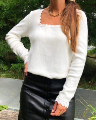Découvrez la douceur du pull LÉON 🖤 - Encolure carrée - Dentelle en bas de manches  www.lespiplettesstore.fr  #lespiplettes #shopping #mode #lille #vieuxlille #arras #paris #lemarais #valenciennes #amiens #letouquet #strasbourg #toulouse #eshop #nouvellecollection #capsule #backtonature #fashionstyle #fashionaddict