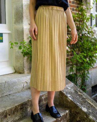 Du doré pour briller ! ✨  Notre Vestiaire d'Automne est à découvrir sur www.lespiplettesstore.fr et en boutiques 🖤  #lespiplettes #shopping #mode #lille #vieuxlille #arras #paris #lemarais #valenciennes #amiens #letouquet #strasbourg #toulouse #eshop #nouvellecollection #capsule #backtonature #fashionstyle #fashionaddict