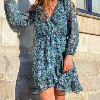 BACK TO FLOWERS ! 💐  Si vous étiez en quête de la robe fleurie parfaite, ne cherchez pas plus loin ! Voici IZIA ✔️ Coupe aérienne  ✔️ Forme cache-coeur ✔️ Ses jolis volants vous feront de l'oeil !   Coup de 💙 assuré  ww.lespiplettesstore.fr  #lespiplettes #shopping #mode #lille #vieuxlille #arras #paris #lemarais #valenciennes #amiens #letouquet #strasbourg #toulouse #eshop #nouvellecollection