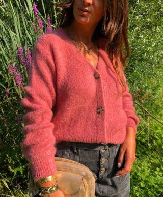 La jolie couleur de SCARLETT 🌸 Le gilet qu'on porterait bien tout l'automne 🍂  www.lespiplettesstore.fr  #lespiplettes #shopping #mode #lille #vieuxlille #arras #paris #lemarais #valenciennes #amiens #letouquet #strasbourg #toulouse #eshop #nouvellecollection #capsule #backtonature #fashionstyle #fashionaddict