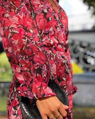 La nouvelle capsule de nouveautés est EN LIGNE ! 🌸 Le moment parfait pour vous présenter nos indispensables de l'automne.. ✨🍂  On commence par GRAZIA notre robe cache-coeur haute en couleurs… le bouquet de fleurs de notre collection ! 💐  www.lespiplettesstore.fr  #lespiplettes #shopping #mode #lille #vieuxlille #arras #paris #lemarais #valenciennes #amiens #letouquet #strasbourg #toulouse #eshop #nouvellecollection #capsule #backtonature #fashionstyle #fashionaddict